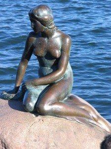 Памятник Русалочки в Копенгагене